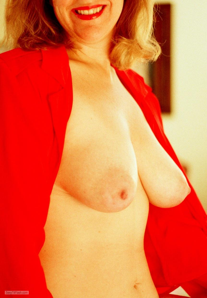 Tit Flash: Wife's Big Tits - Linda The Lady In Red from United States
