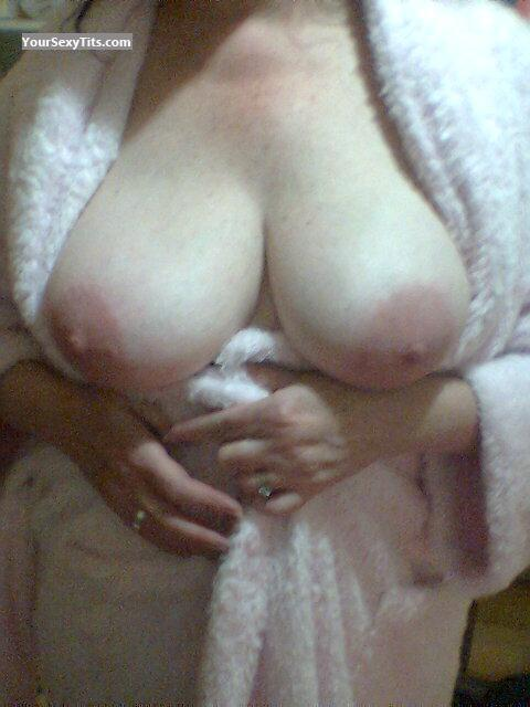 Tit Flash: Wife's Big Tits - Sexy Wife from Australia