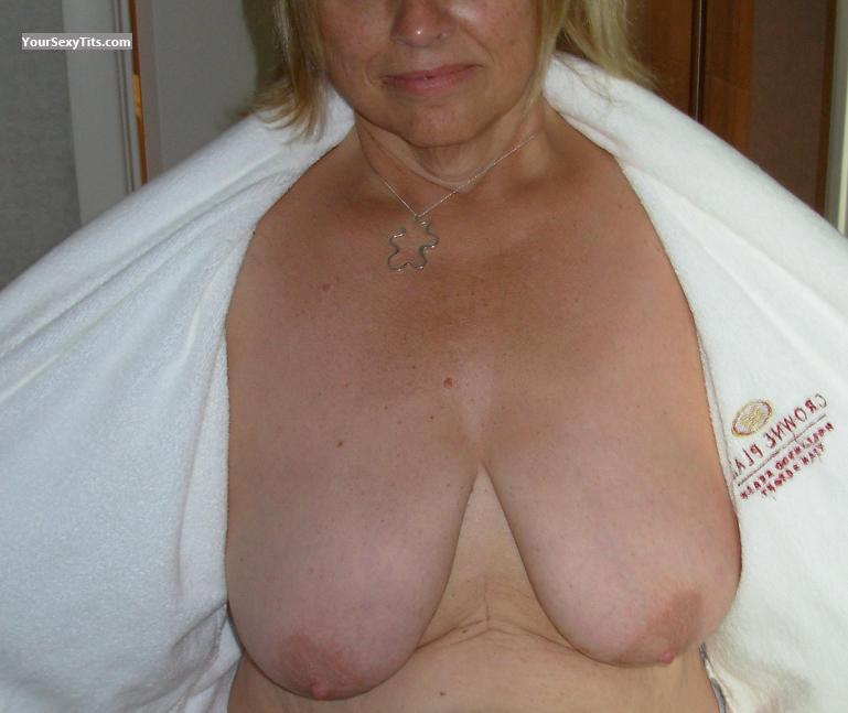 Tit Flash: Big Tits - LOLA from United States