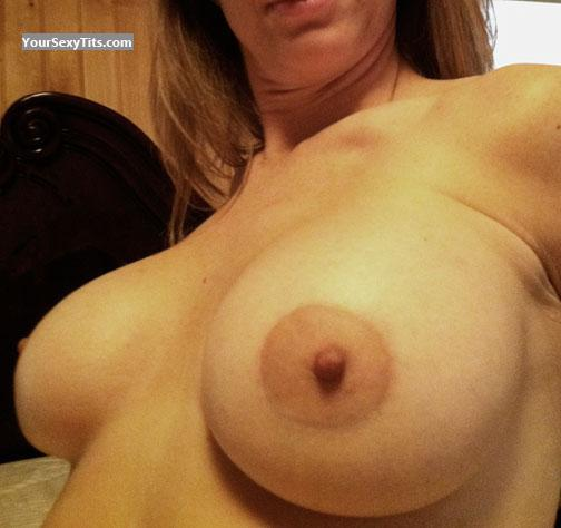 Tit Flash: Big Tits - NaughtyGirl from United States