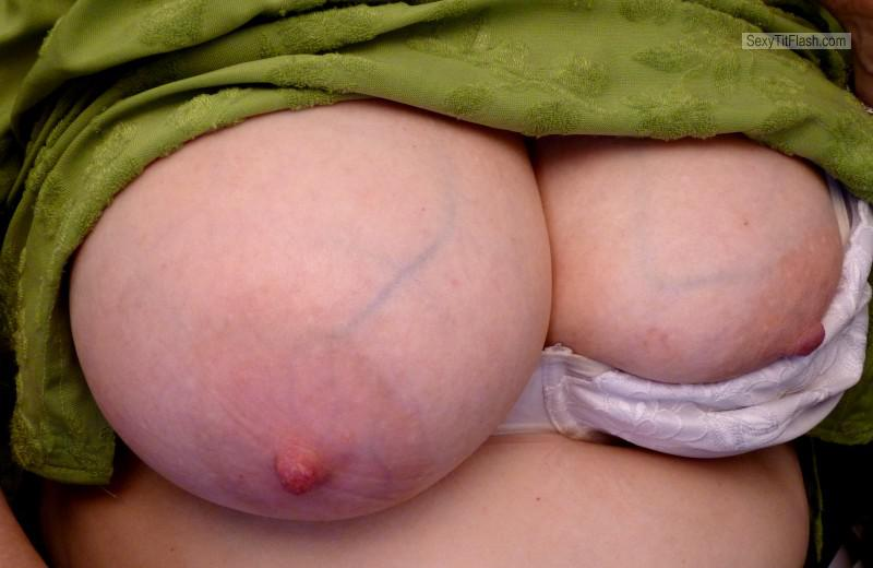 Tit Flash: Wife's Big Tits - Linzi from United Kingdom
