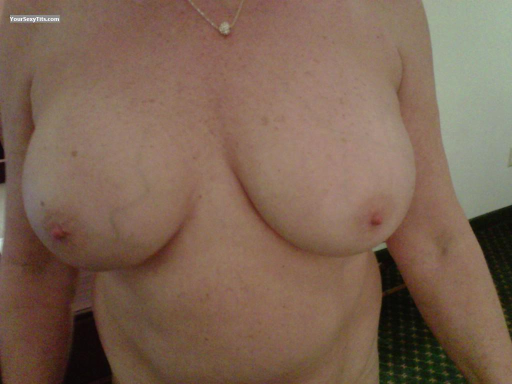 Tit Flash: Big Tits - LOVE SHOWING MY TITS from United States