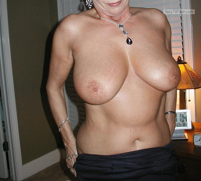 Tit Flash: Wife's Big Tits - Hot Wife from United States