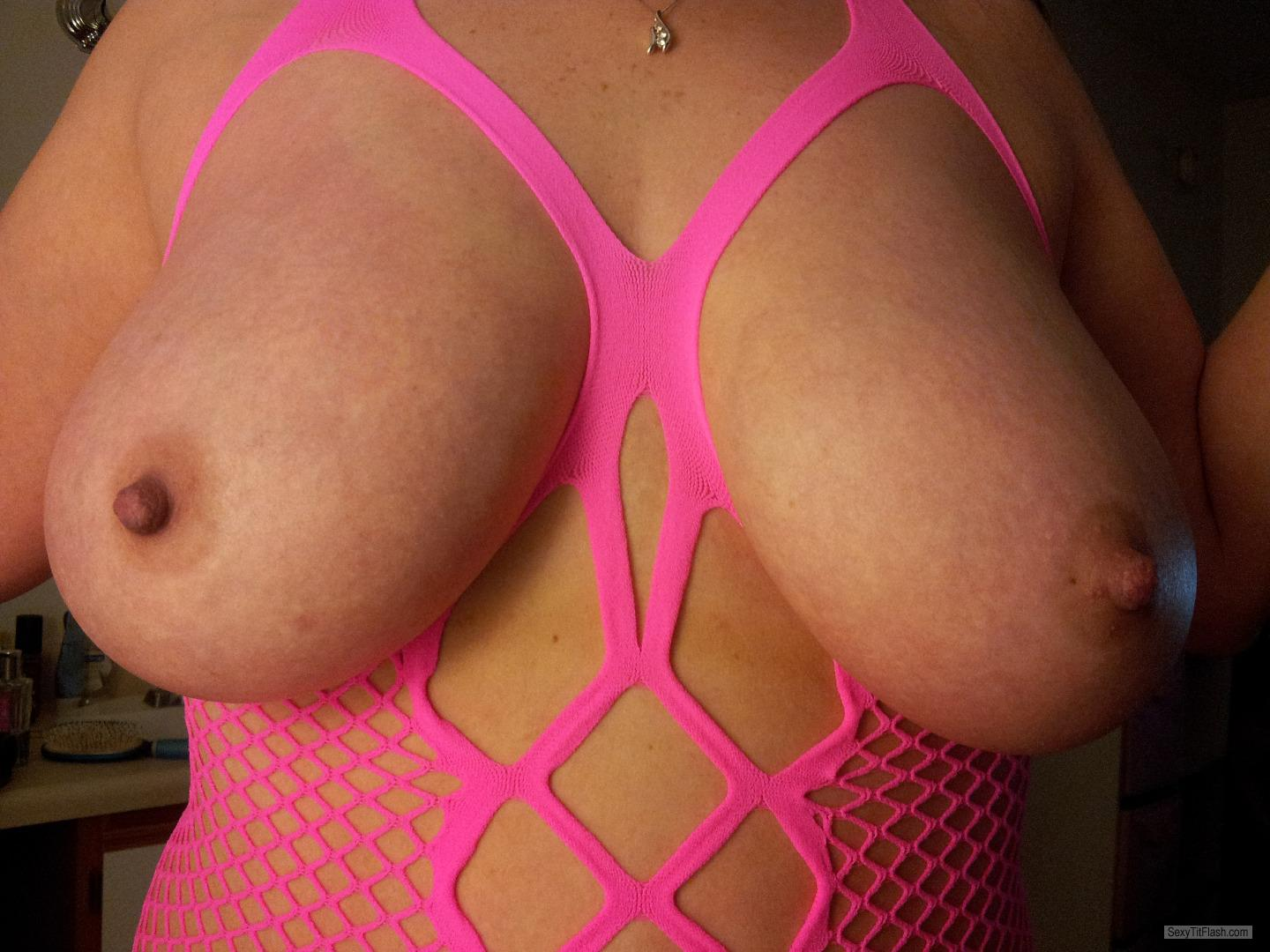 Tit Flash: Wife's Big Tits - AverageGirl from United States