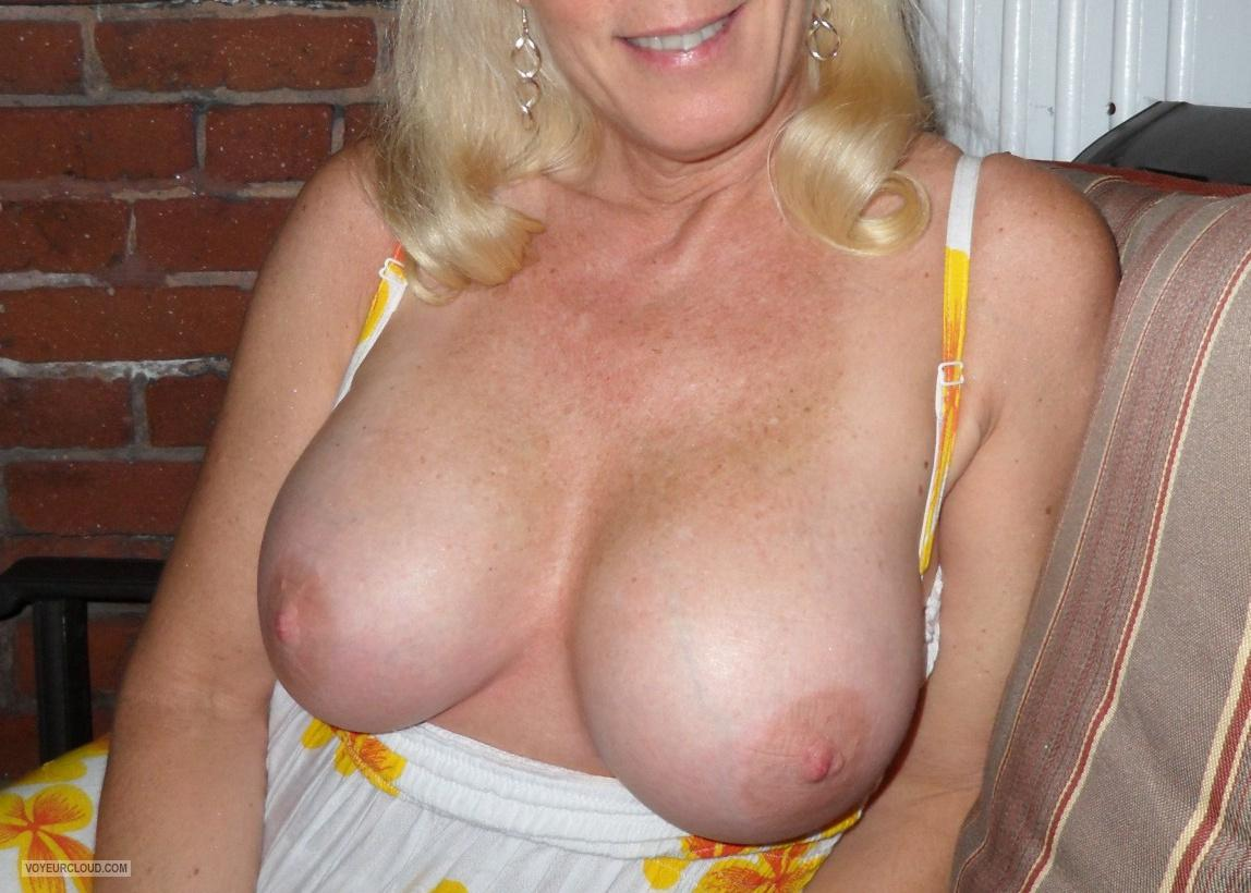 Different size tits wife