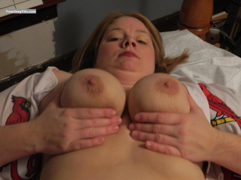 Tit Flash: Wife's Big Tits - Topless Lynn from United States
