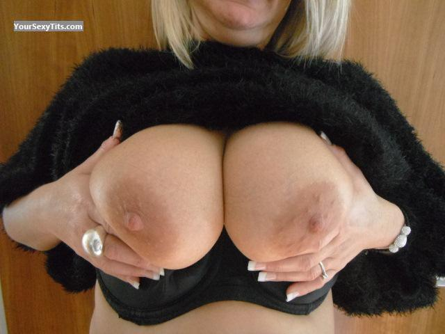 Tit Flash: Wife's Big Tits - Sammy from United Kingdom