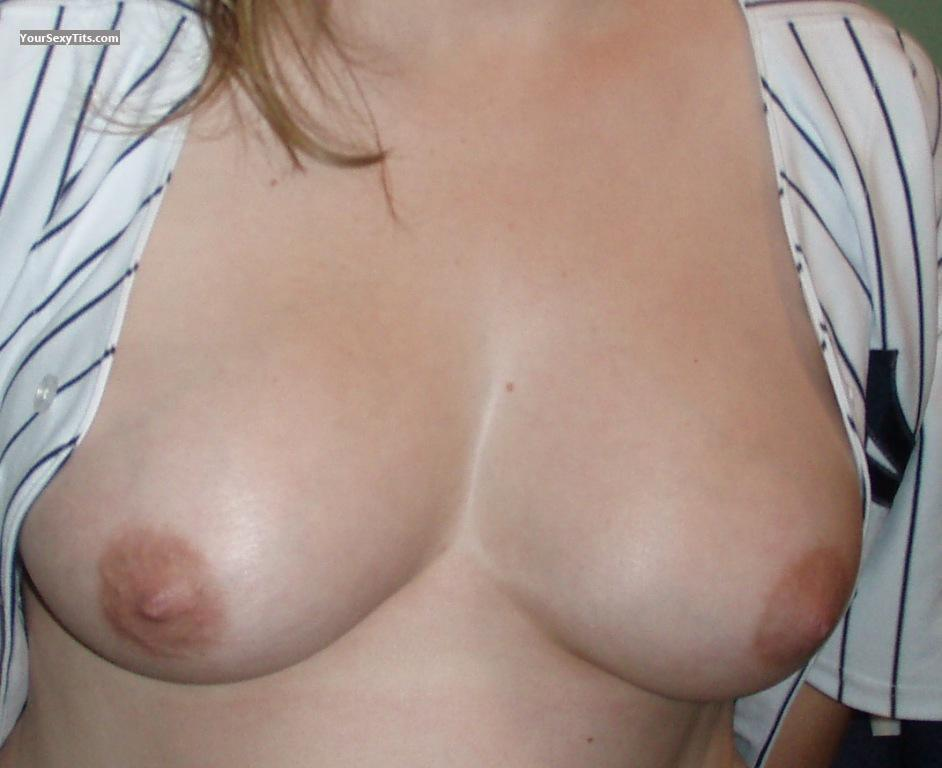 Medium Tits Cg317