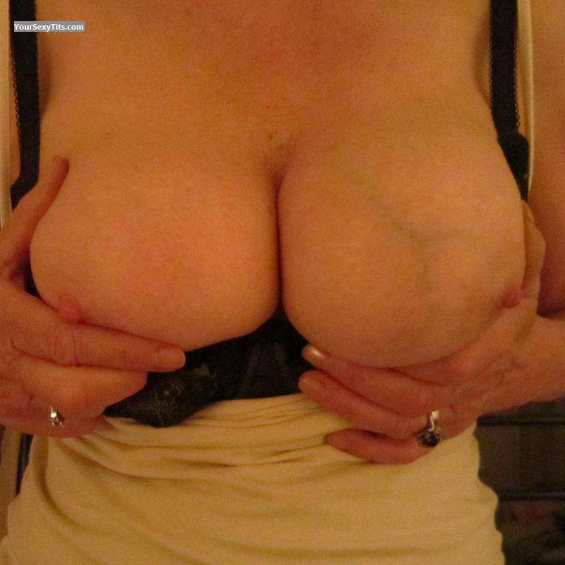Tit Flash: Big Tits - Lara from United Kingdom