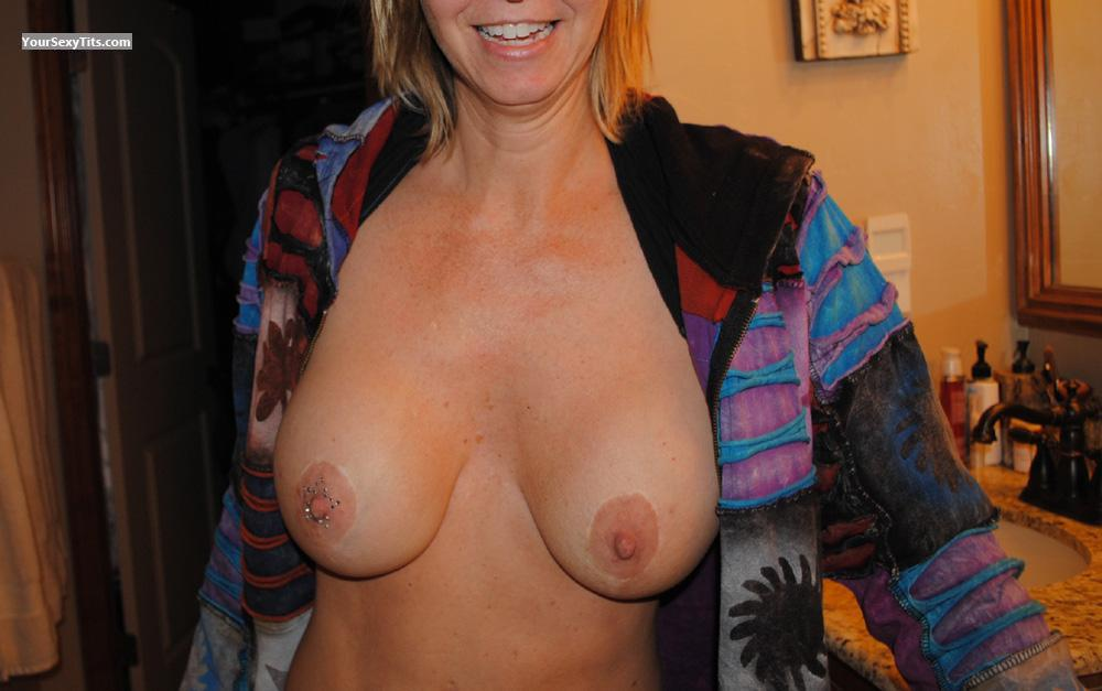 Tit Flash: Big Tits - LAS from United States