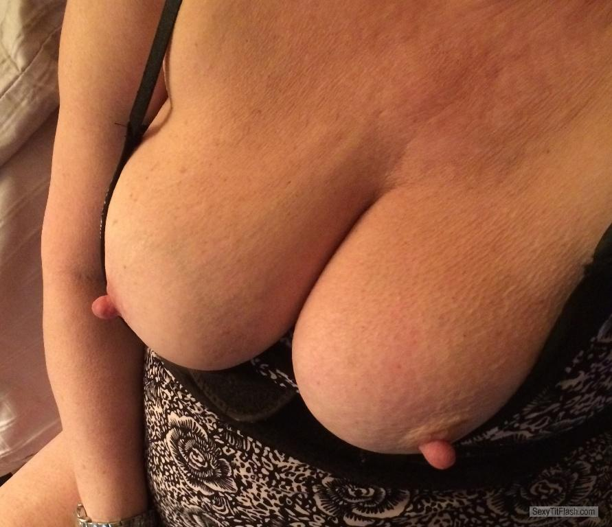 Tit Flash: Wife's Big Tits - Retro from United States