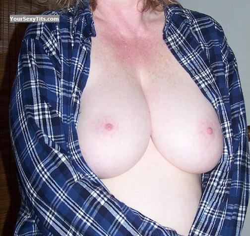 Big Tits Mrs. Cleavage