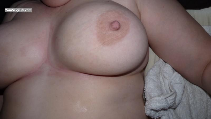 Tit Flash: Big Tits - Linzi from United Kingdom