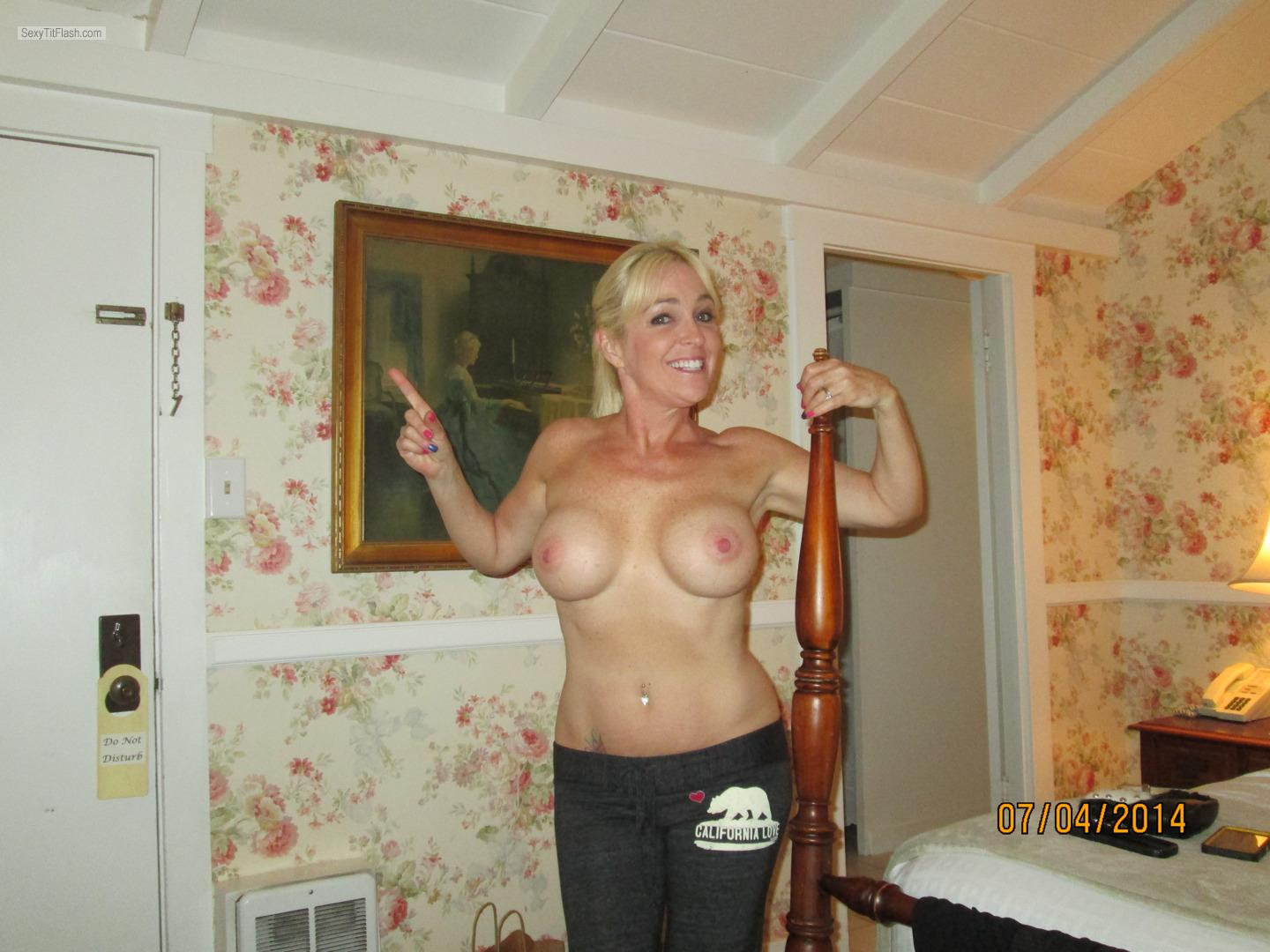 Tit Flash: Wife's Big Tits - Topless Thotchic from United States