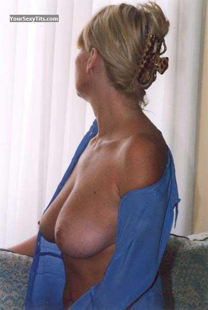 Tit Flash: Big Tits - Blond MILF from France