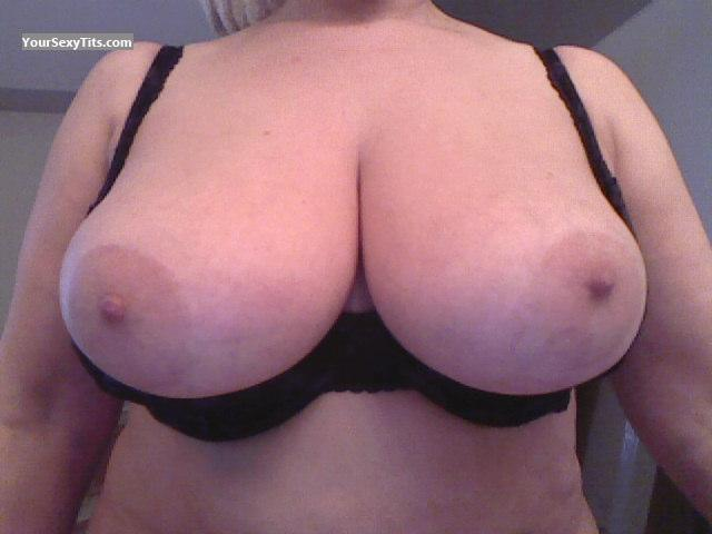 Tit Flash: Big Tits - Sexy Lady from Australia
