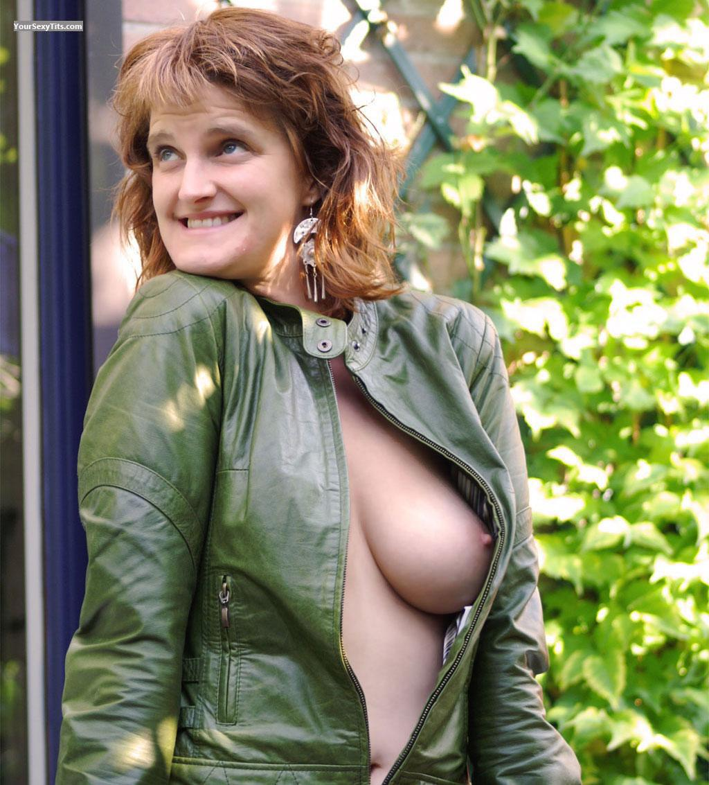 Tit Flash: Big Tits - Topless Hottie from United Kingdom