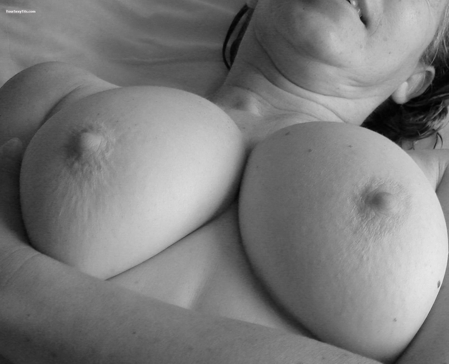 Tit Flash: Big Tits - Cita from United States