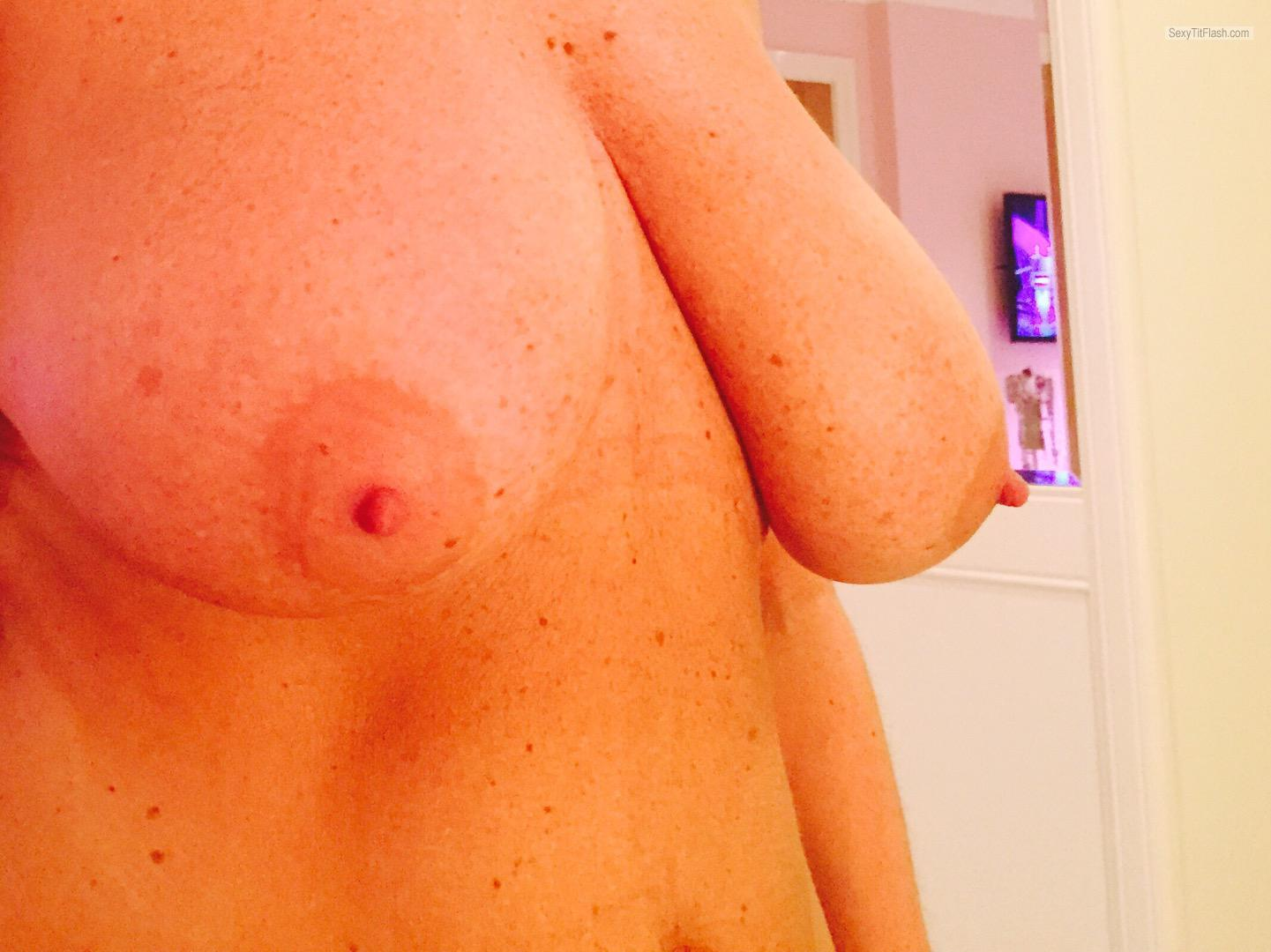 Tit Flash: My Big Tits (Selfie) - Flirt from United Kingdom