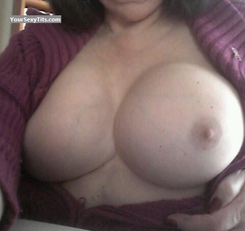 Tit Flash: Wife's Big Tits - Samantha from United States