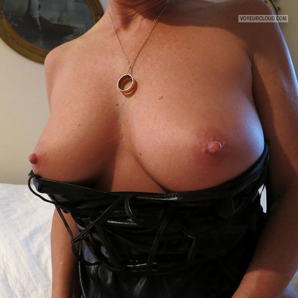 Tit Flash: Wife's Big Tits - My Sexy Wife from United States