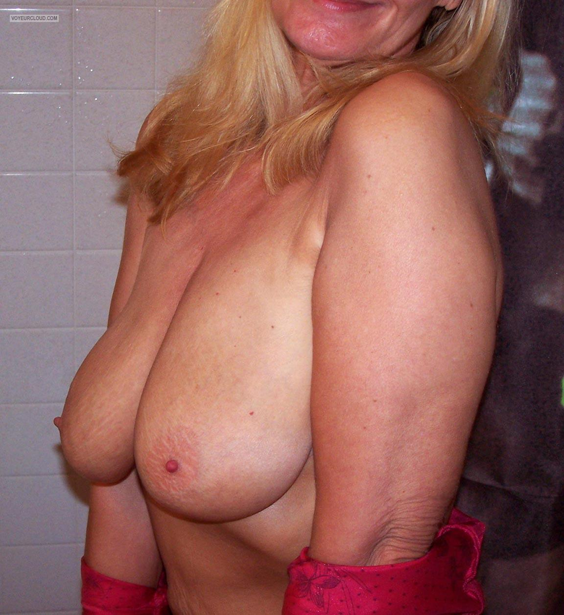 Tit Flash: Girlfriend's Big Tits - Missouri Hottie from United States