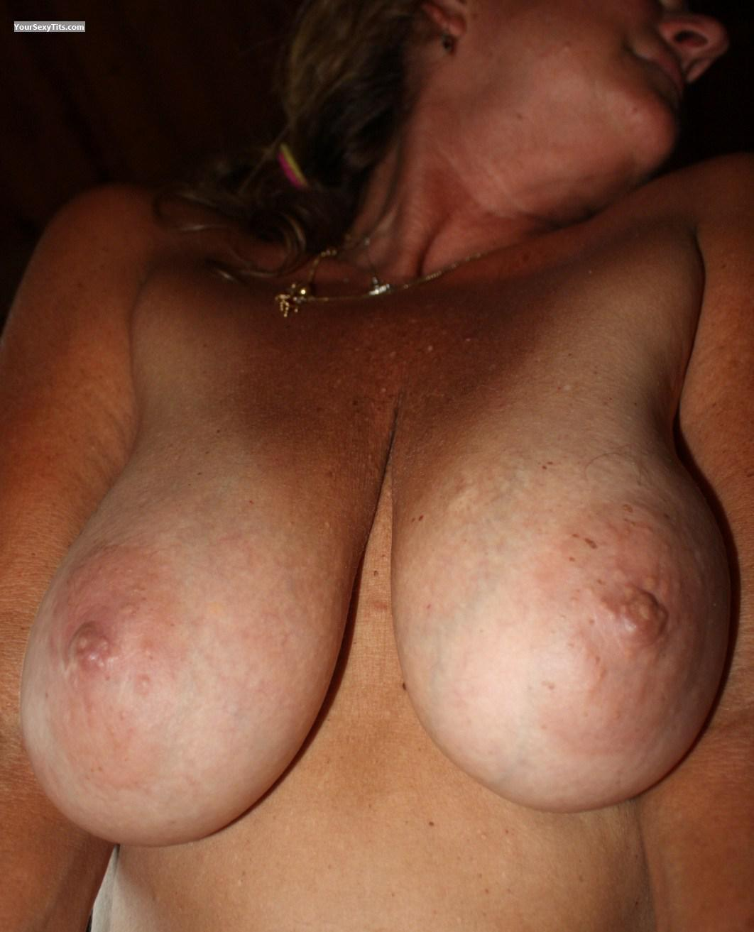 Tit Flash: Big Tits - Heidi from United States