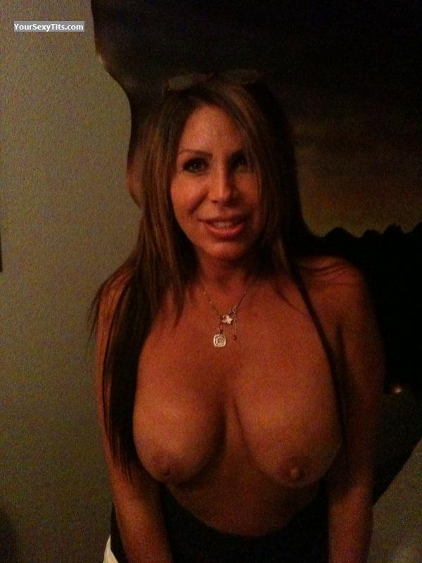 Tit Flash: Big Tits - Topless Cin from United States