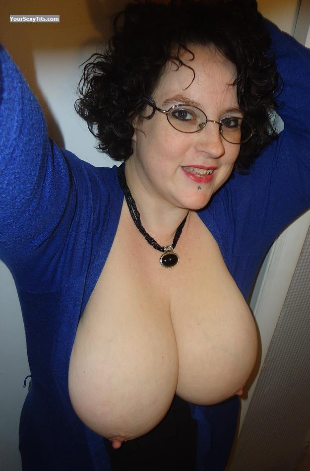 Tit Flash: My Extremely Big Tits (Selfie) - Topless PeachesnCream from United States