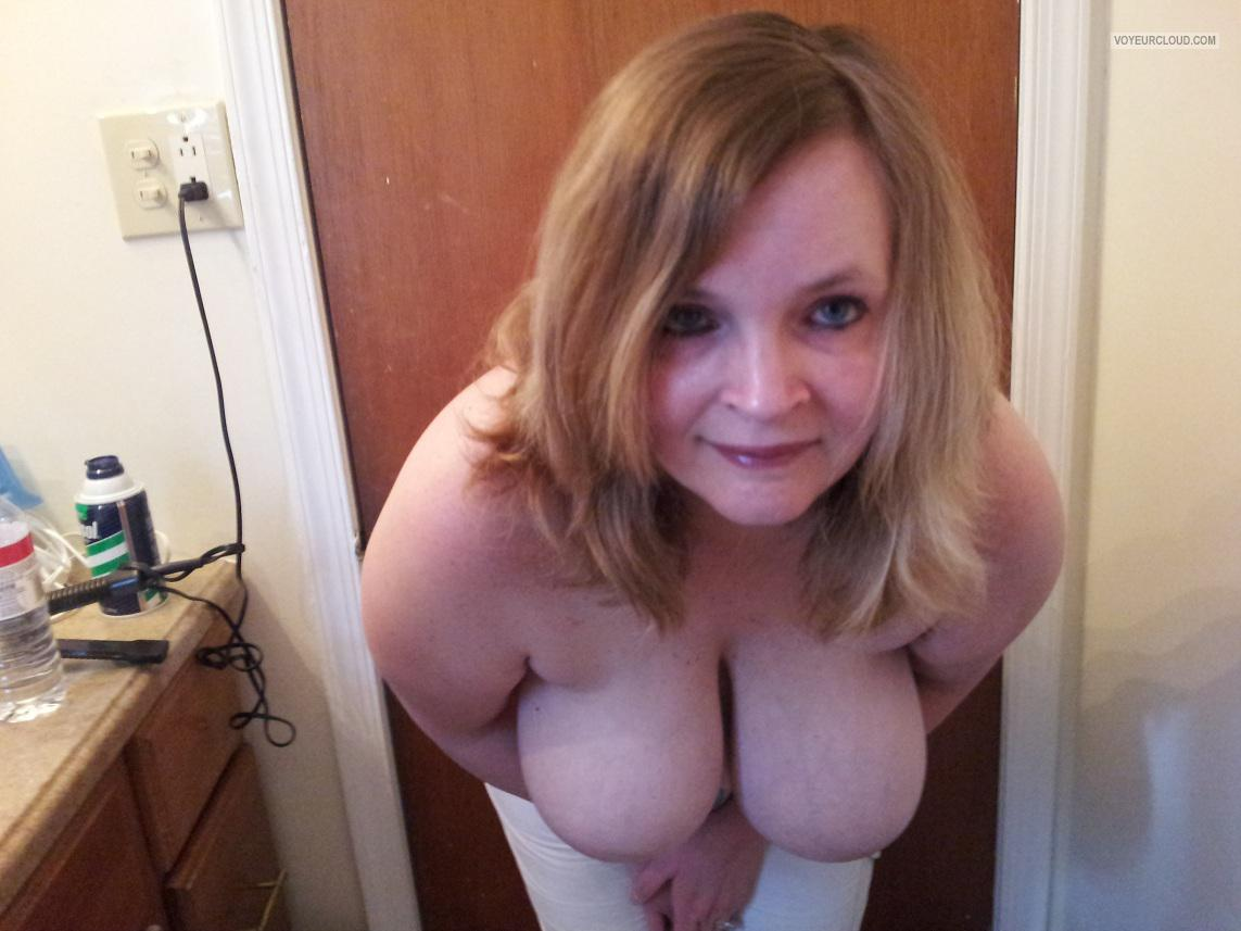 Tit Flash: Wife's Extremely Big Tits - Topless Lyn from United States