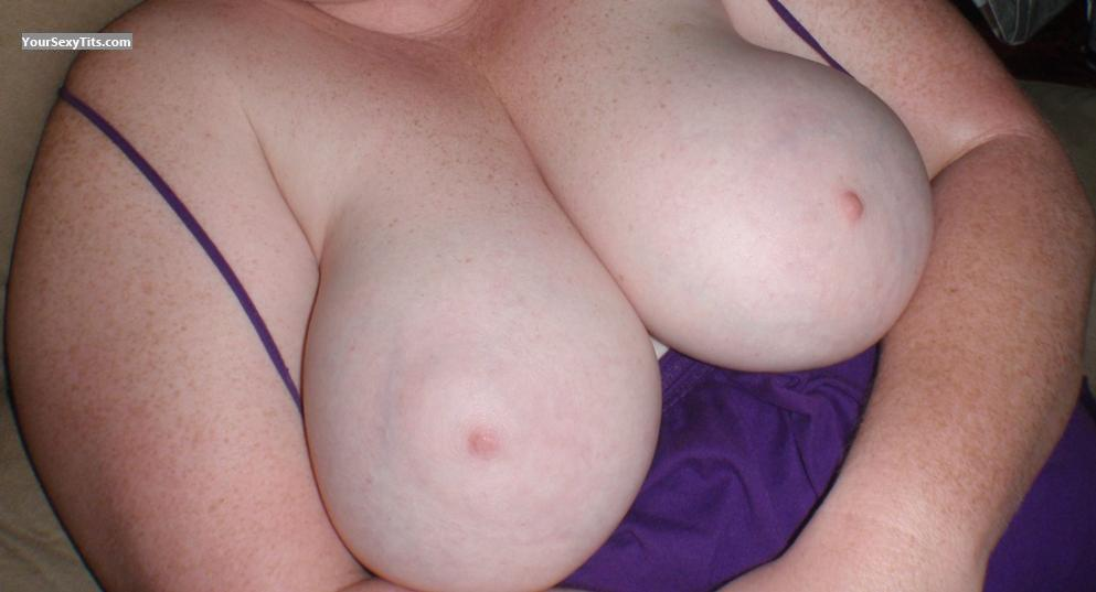 Tit Flash: Extremely Big Tits - Willgiveit from United States