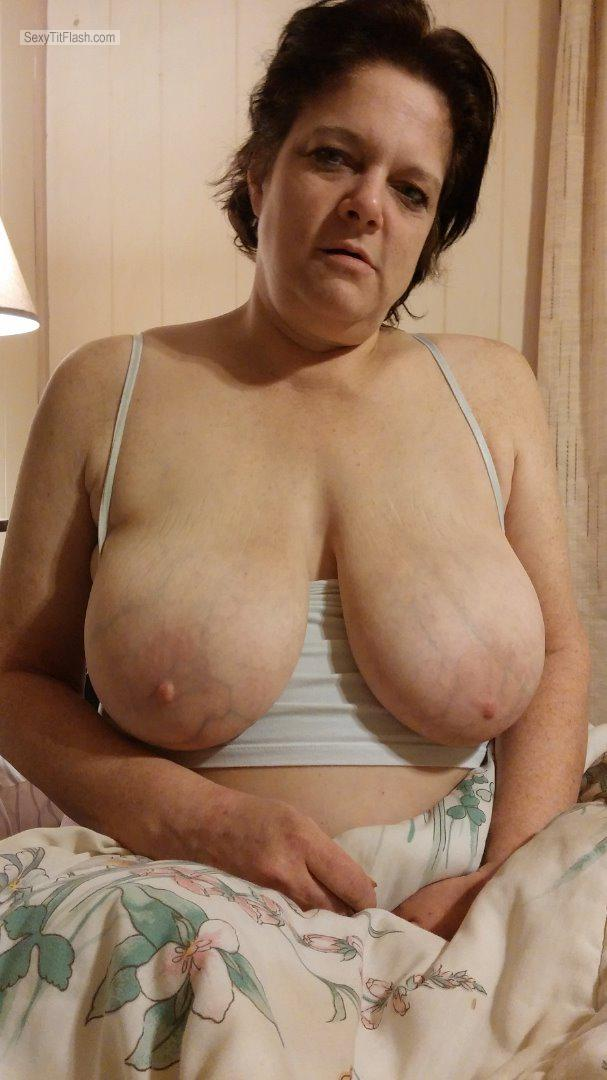 Tit Flash: My Extremely Big Tits - Topless Rachel from United States