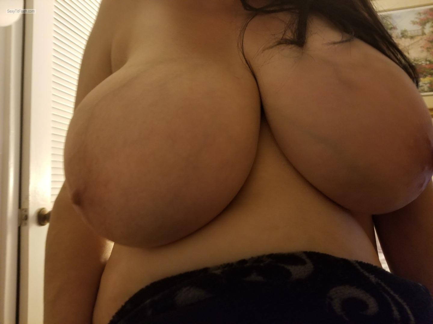 Tit Flash: Ex-Girlfriend's Extremely Big Tits (Selfie) - Maria Serna from United States