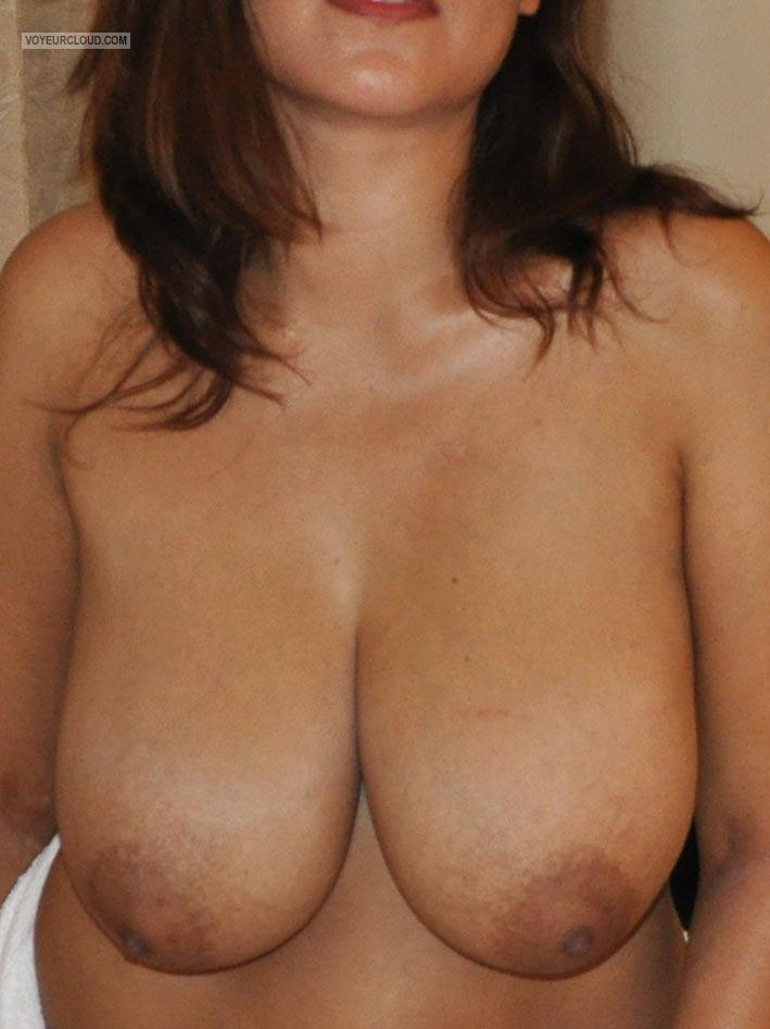 Tit Flash: Girlfriend's Extremely Big Tits - HK6 Naturals from Germany