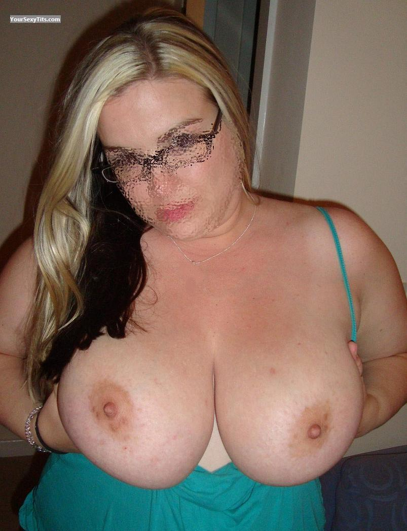 Tit Flash: Extremely Big Tits - Wendy from United Kingdom