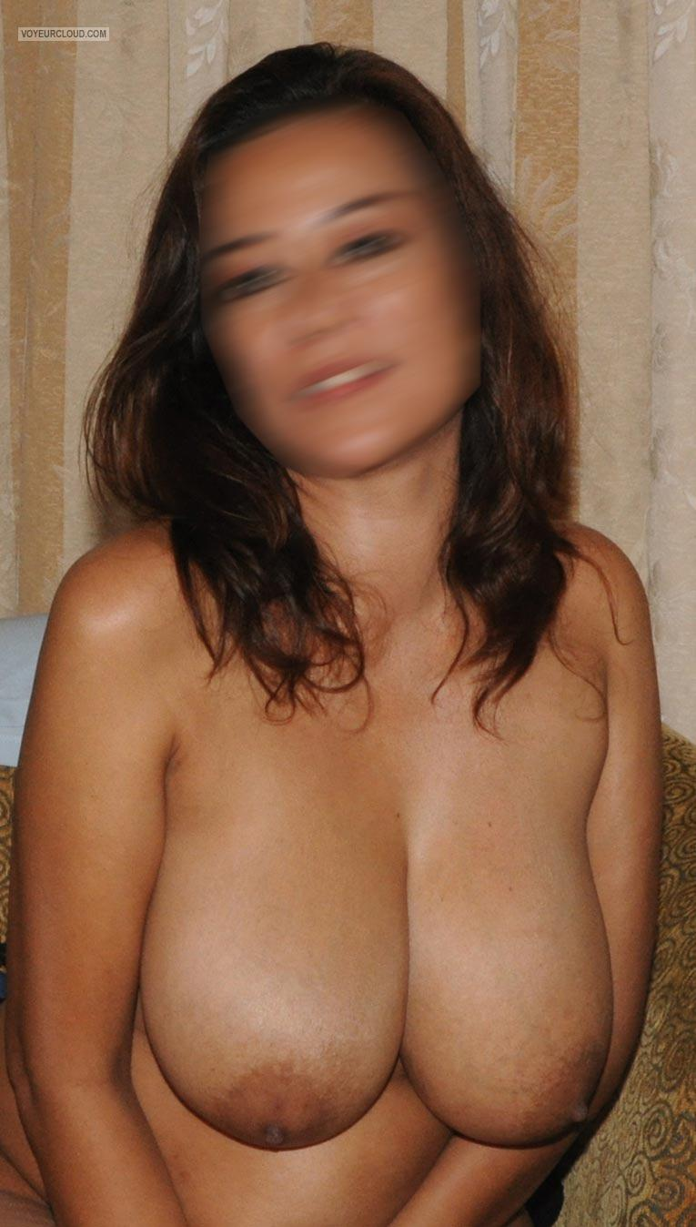 Huge natural tits flash