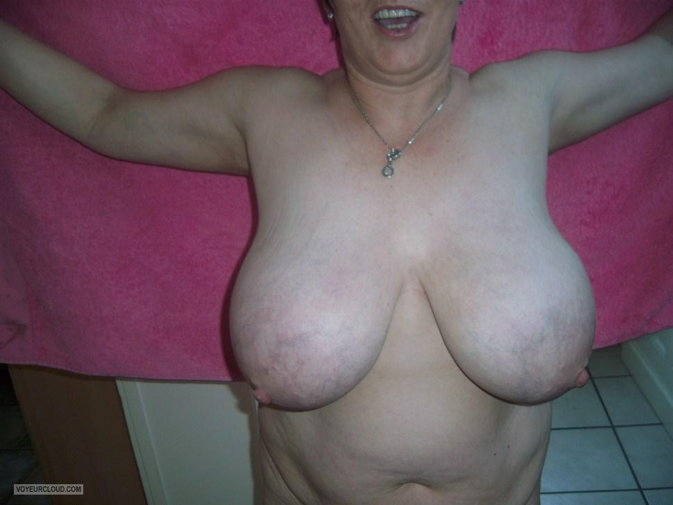 Tit Flash: Wife's Extremely Big Tits - Tittenfee from United States