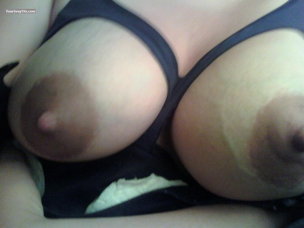 Medium Tits Hottie77