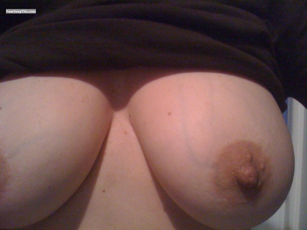 My Medium Tits Selfie by MILF51