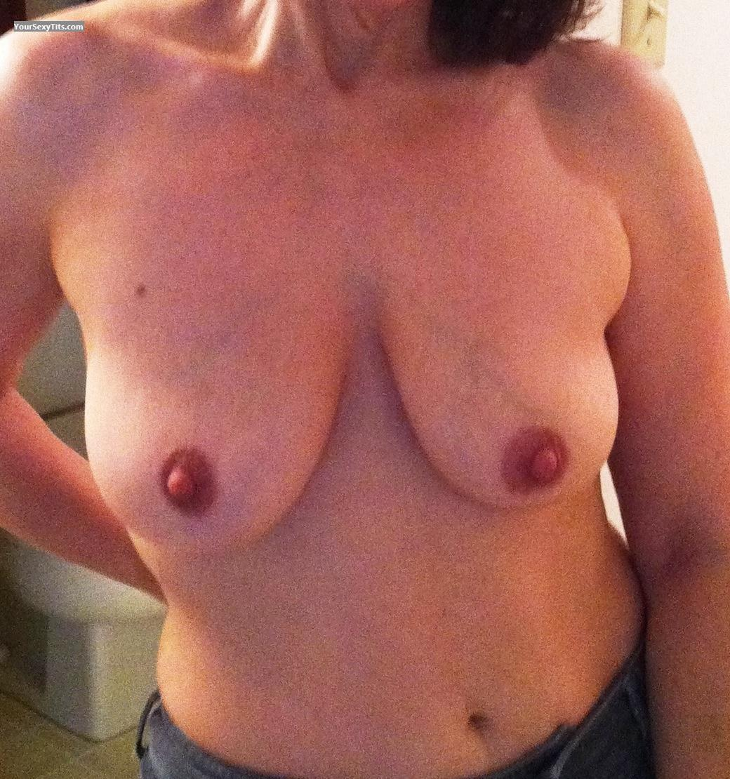 Tit Flash: Medium Tits By IPhone - Wayneswife from United States