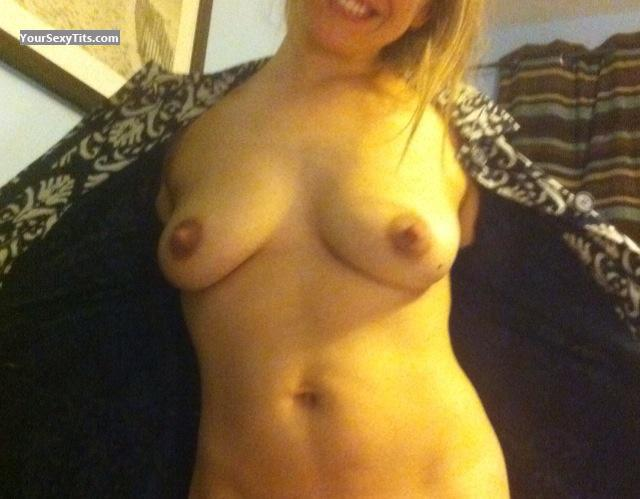 Tit Flash: Medium Tits By IPhone - Booster from United Kingdom