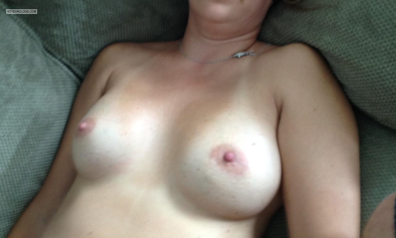 Tit Flash: Medium Tits By IPhone - Yaz from United States