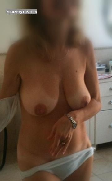 Tit Flash: Medium Tits By IPhone - Anna from United States