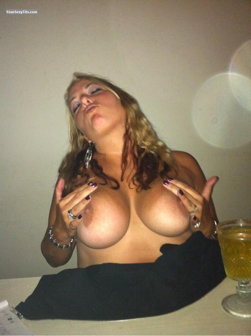 Medium Tits Topless Partylady