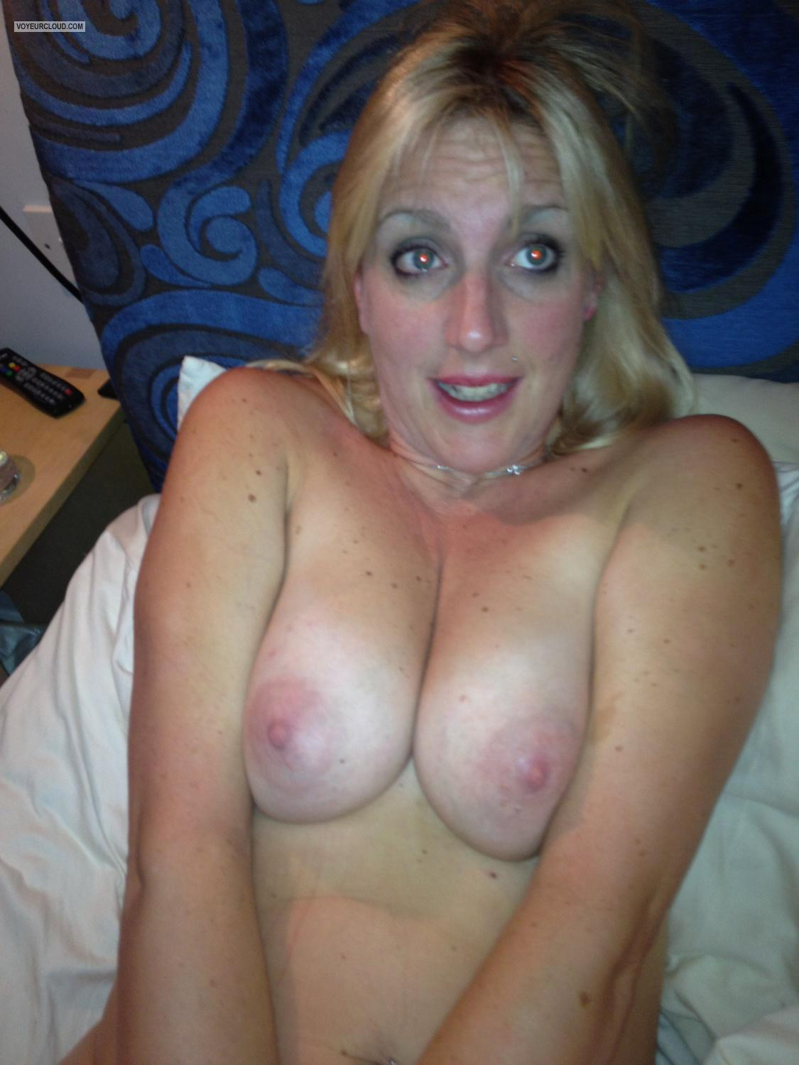 Medium Tits Topless Aamy
