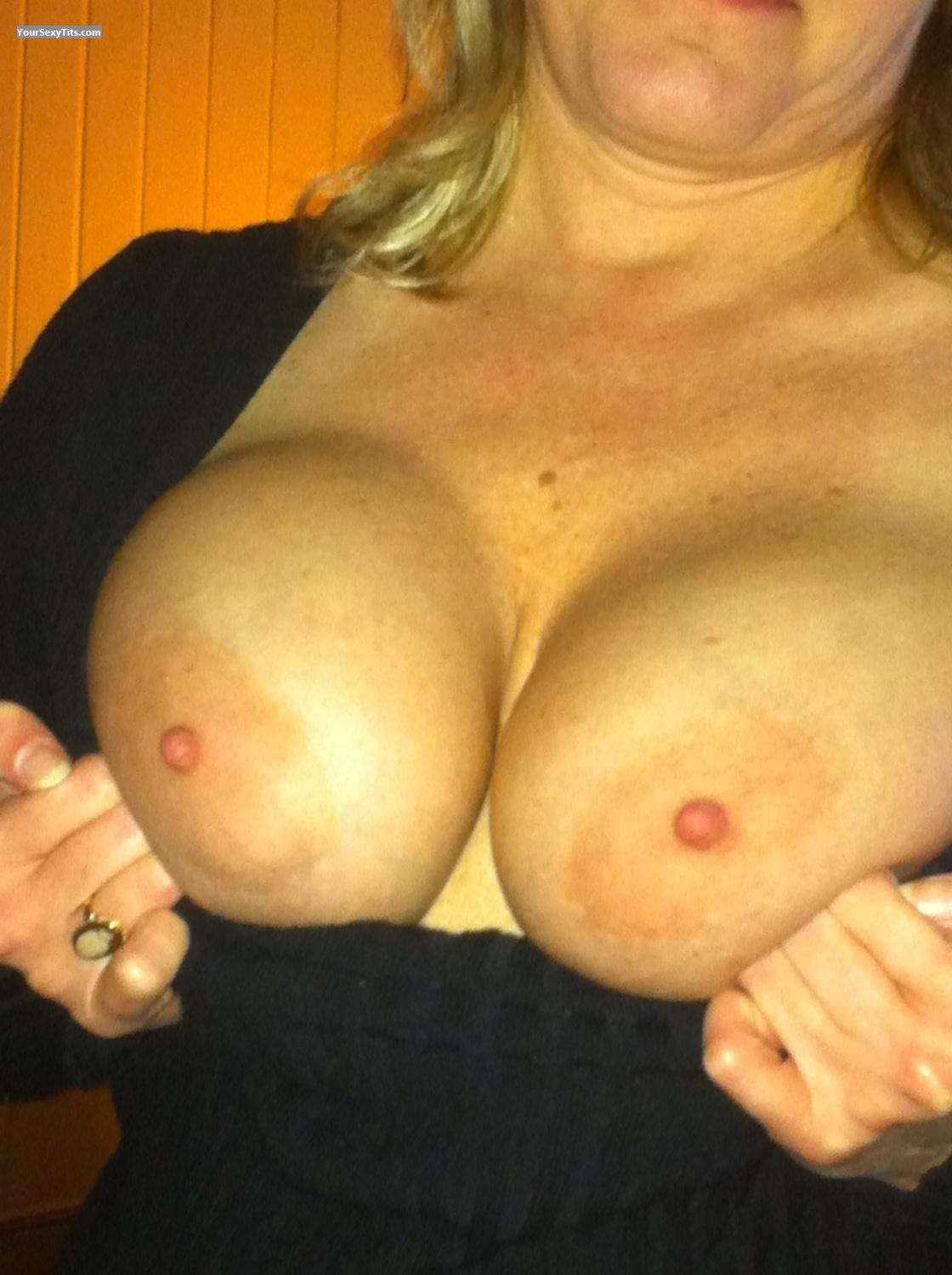 Medium Tits Outdoor Lover