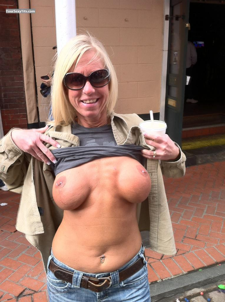 Medium Tits Topless Blondie