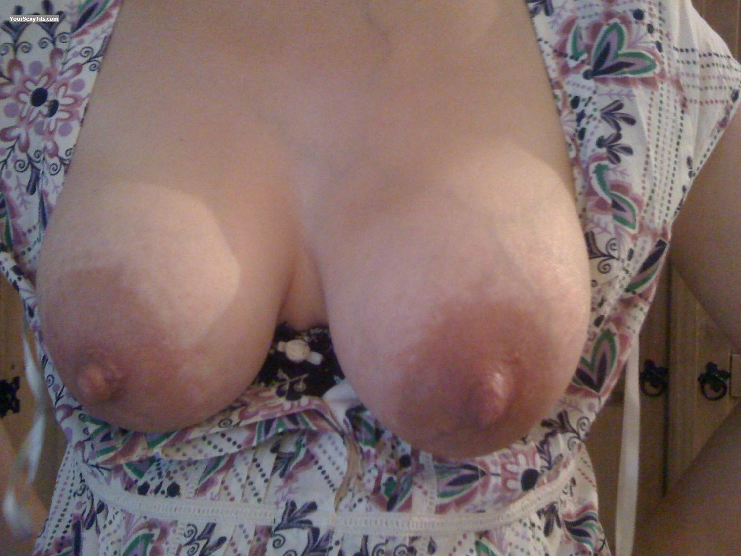 Tit Flash: Big Tits By IPhone - Sweetlips from United Kingdom