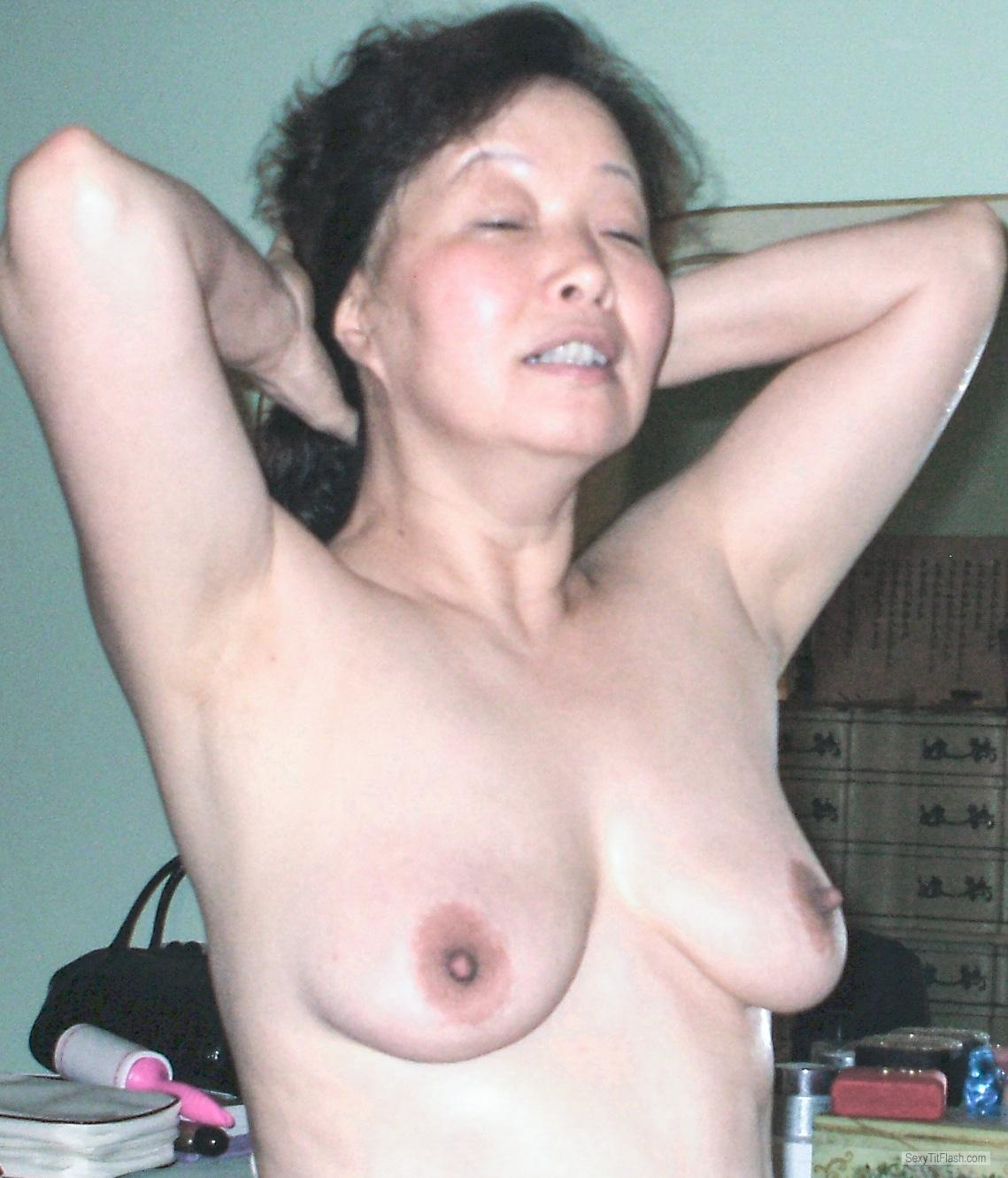 Tit Flash: Wife's Medium Tits - Topless Sook from United States
