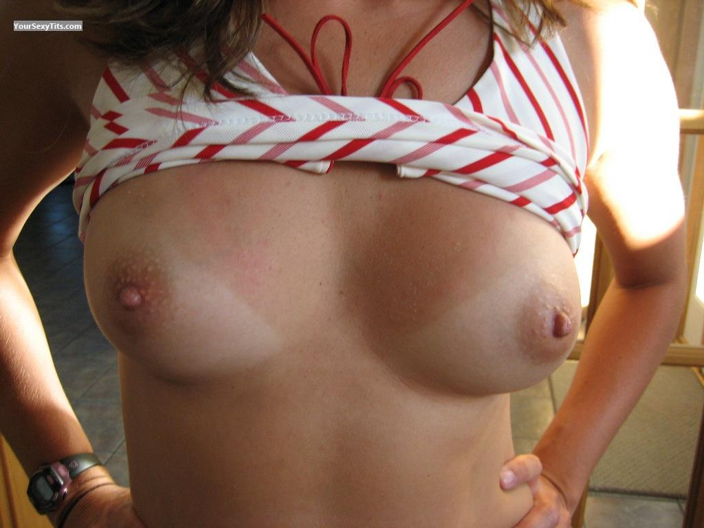 Tit Flash: Medium Tits - K from United States